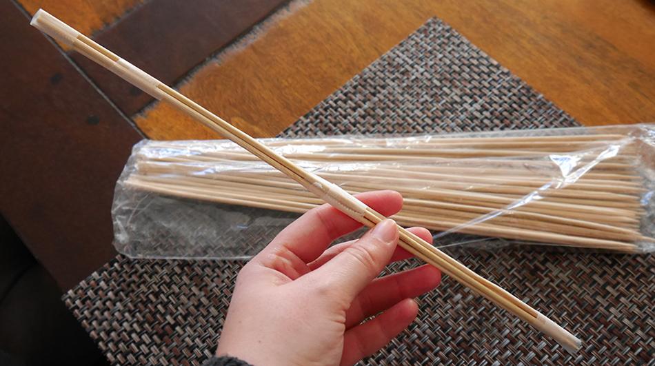 Tutoriel pour fabriquer une baguette magique façon Harry Potter avec des piques en bois.